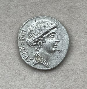BRVTVS, MARCVS JVNIVS (Q. SERVILIVS CAEPIO BRVTVS) (85 - 42 B.C.) - Ancient Replicas - ancientreplicas.co.uk